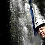 Descendo a cascata de rapel
