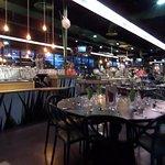 Le restaurant est grand, spacieux et très propre