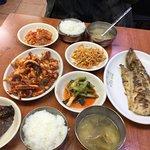 Foto de Grilled Fish Street in Dongdaemun Market
