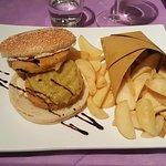Doppio hamburger di merluzzo e patatine