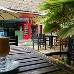 Zdjęcie Shades Restaurant And Coffee House