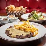 Couvert Classique, salada de entrada e entrecôte com molho secreto e batatas fritas à vontade