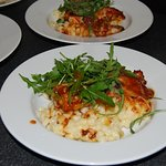 Mac n cheese, tomato, rocket