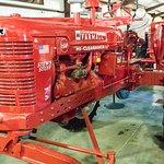 Foto de Paquette's Historical Farmall Tractor Museum