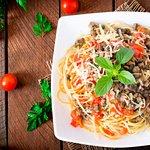 Bolognesa vegetariana: Spaguetti con champiñones y salsa paraiso estilo bolognesa.