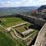 Photo de Castello di Lombardia
