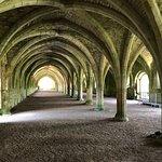 Photo de Fountains Abbey and Studley Royal Water Garden