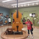 now, that's a huge fiddle !