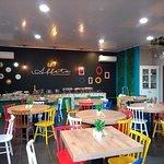 Restaurante e cafeteria aconchegante e com deliciosa gastronomia.