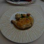 メインの鶏のソテイ。