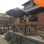Fachada del Café Haussmann a la entrada de la isla Teja