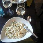 tagliatelle mit lachssahnesauce, zucchini und parmesan......