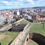 Vistas desde la terraza de la muralla y la ciudad al fondo