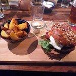 ภาพถ่ายของ Minimum Boulder Bar Restaurant
