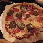 Meatball deluxe pizza