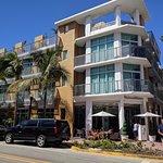 Vista del hotel. Ocean Drive y calle 4