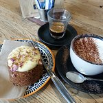 Great carrot cake and coffee !