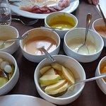 Zum Chinoise, Salat, Div. Gemüse, 5 feine, hausgemachte Saucen.