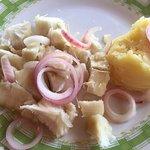 Lugar de comida dominicana de todo confianza donde a horas puntas está siempre muy concurrido. E