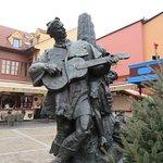 ภาพถ่ายของ Statue of Petrica Kerempuh