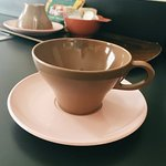 Love these retro coffee cups in the room.