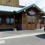 the entrance to Texas Roadhouse