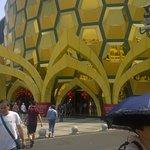 Торговый центр АНАНАС. Входы.