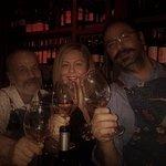 Εγώ ο Νεκτάριος, ο ιδιοκτήτης και ο barman Αναστάσης