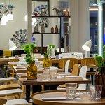 Foto de Dystrykt One All Day Brasserie & Bar