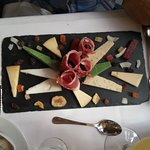 Surtido de quesos y jamón
