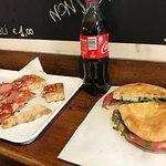 No recuerdo el nombre en italiano, pero esa especia de focaccias o sandwiches de salami de la to