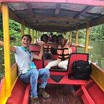 En la Laguna de Yarinacocha con nuestra guía Fiorella, mis papás y yo. Muy felices!
