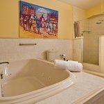 Jacuzzi Bathroom Premium Suite 4
