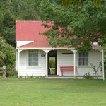 An original cottage - fully furnished!