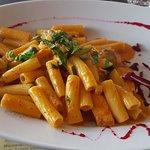 Pasta in leichter Lachs-Tomaten-Sauce