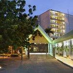 莫爾斯比港假日飯店