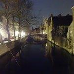 Canales de Brujas de noche, vale la pena caminar x alli de noche!!!