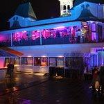 Flustret är en anrik festvåning vackert belägen vid Svandammen och Stadsträdgården i Uppsala