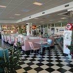 Locale in stile anni 50' arredo originale made in USA Burger, fritti, messicano e carni alla gri