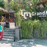 Grandmas Plus Hotel Seminyak Foto