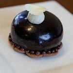 Трюфель с шоколадной начинкой.