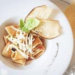 Paccheri alla siciliana, preparati con pomodorino, melanzane, provola e basilico.