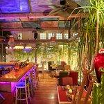 Garden floor & cocktail bar
