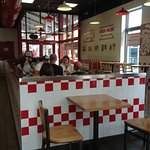 Five Guys Burgers and Friesの写真