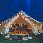 夜間のテントはライトをつけるとまた幻想的で楽しめます。