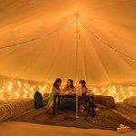 テント内は各棟違って楽しめます。