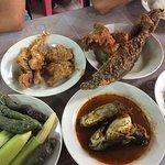 Foto de Restoran Nasi Ulam Kampung Kraftangan
