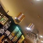 Detalle de lamparas con latas de conservas
