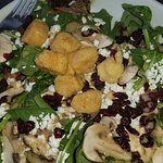 River House Spinach Salad with Fried Scallops... YUM!