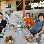 Foto de Cheers Restaurant & Cabanas